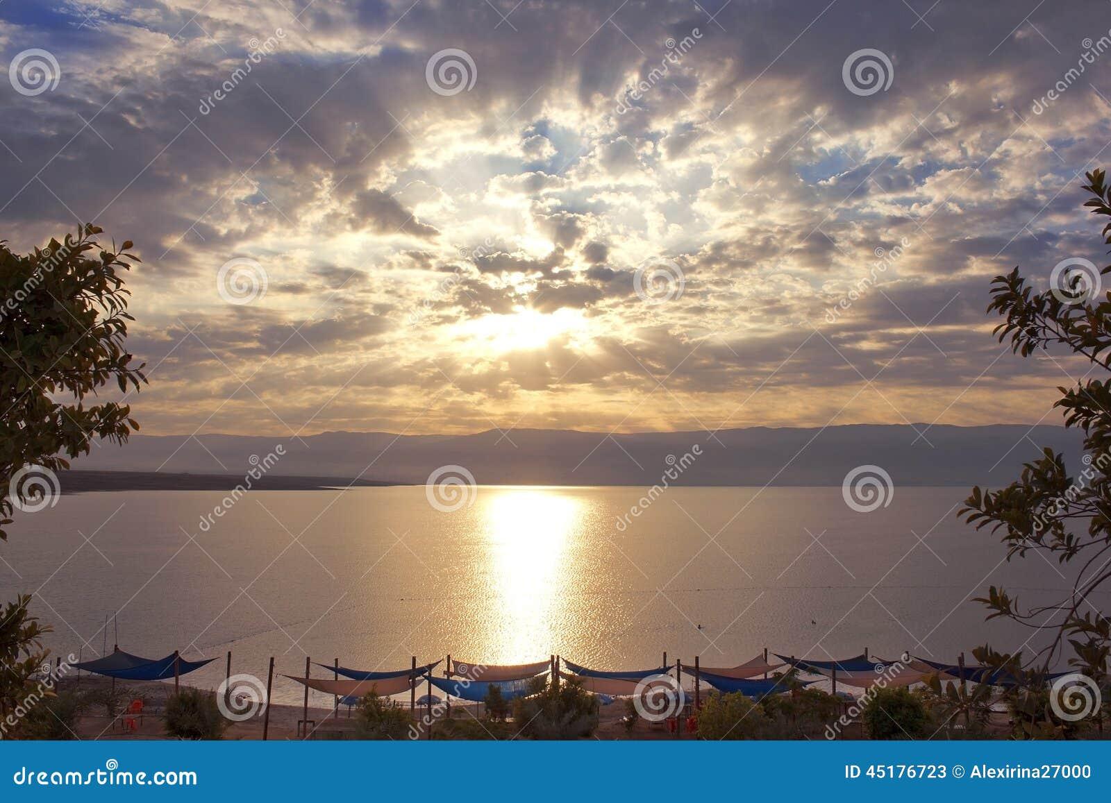 Mooie dageraad over het Dode Overzees, Israël