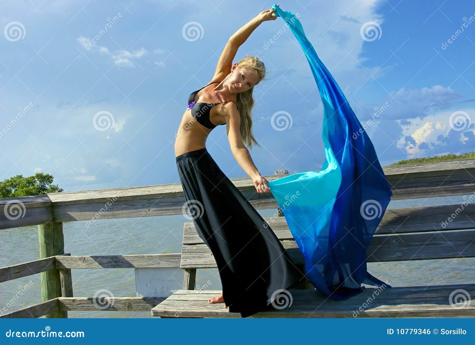 Mooie dansers stromende doek