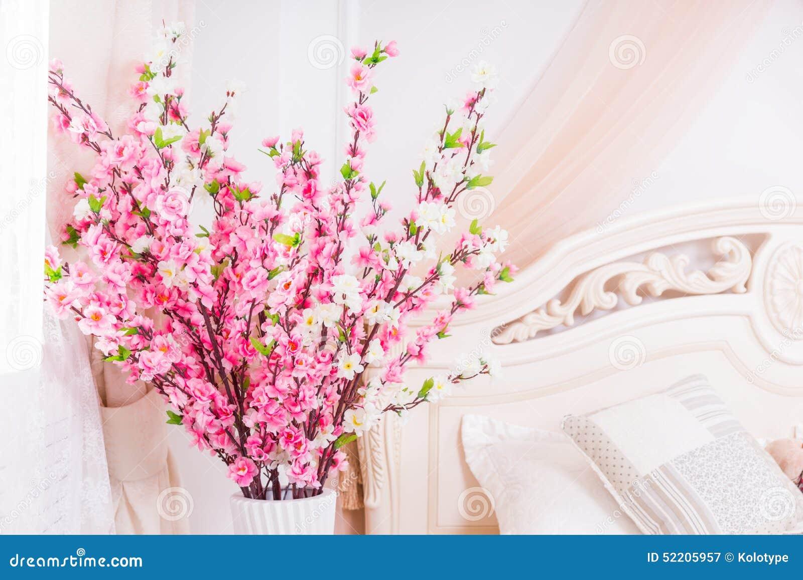 Mooie decoratie van roze de lentebloesem stock foto afbeelding 52205957 - Decoratie van de villas ...