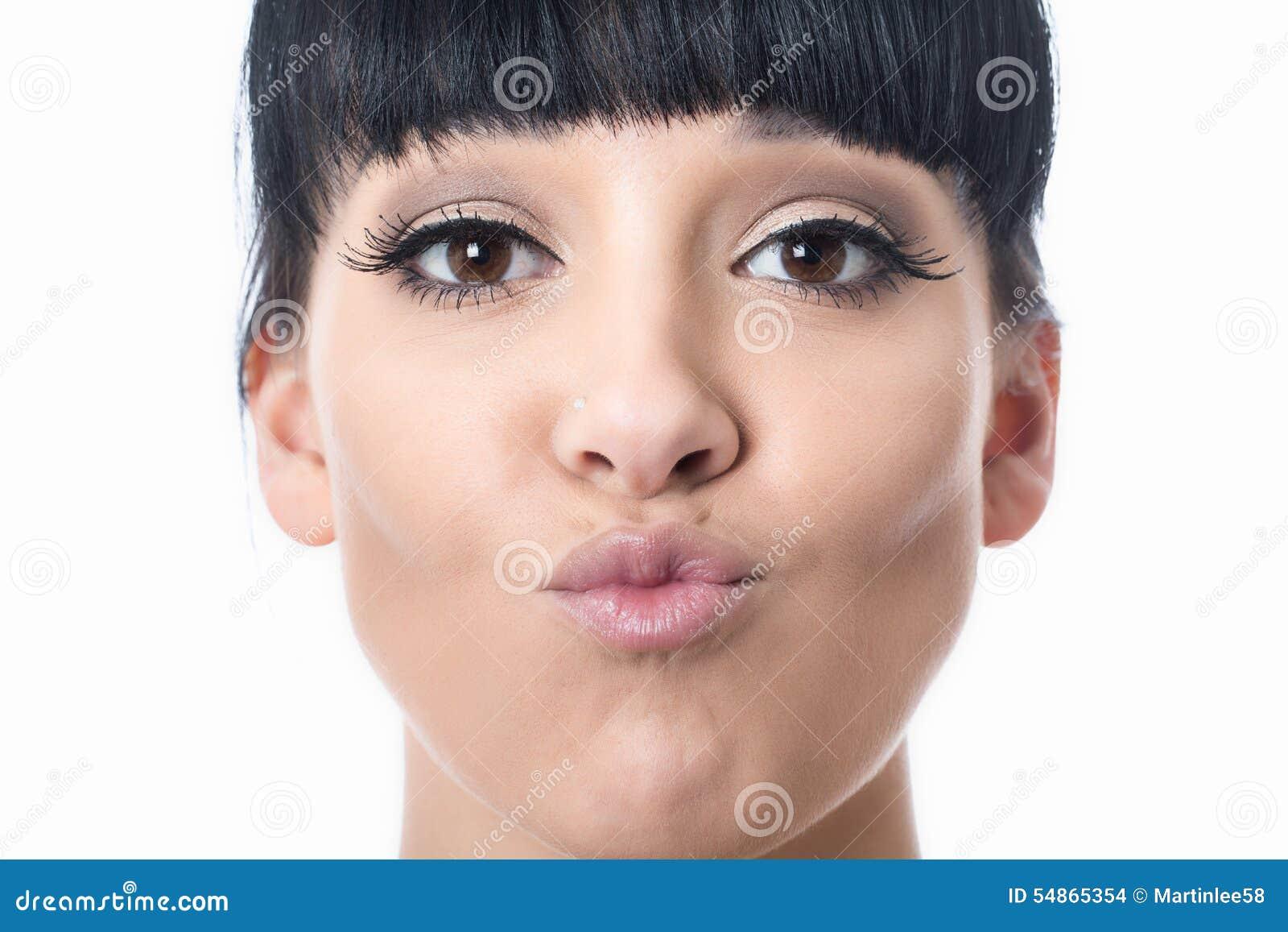 Mooie Gelukkige Aantrekkelijke Jonge Vrouw met Gepruilde Lippen