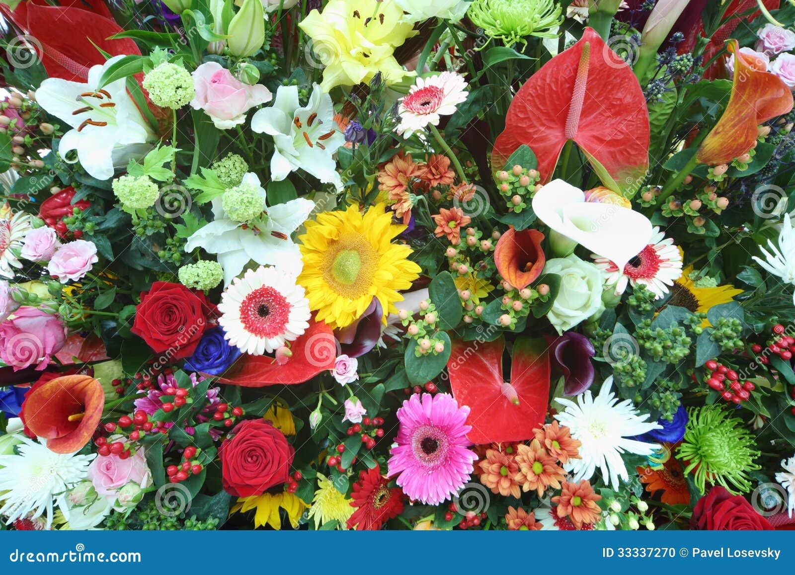 Mooie heldere bloemen in groot boeket