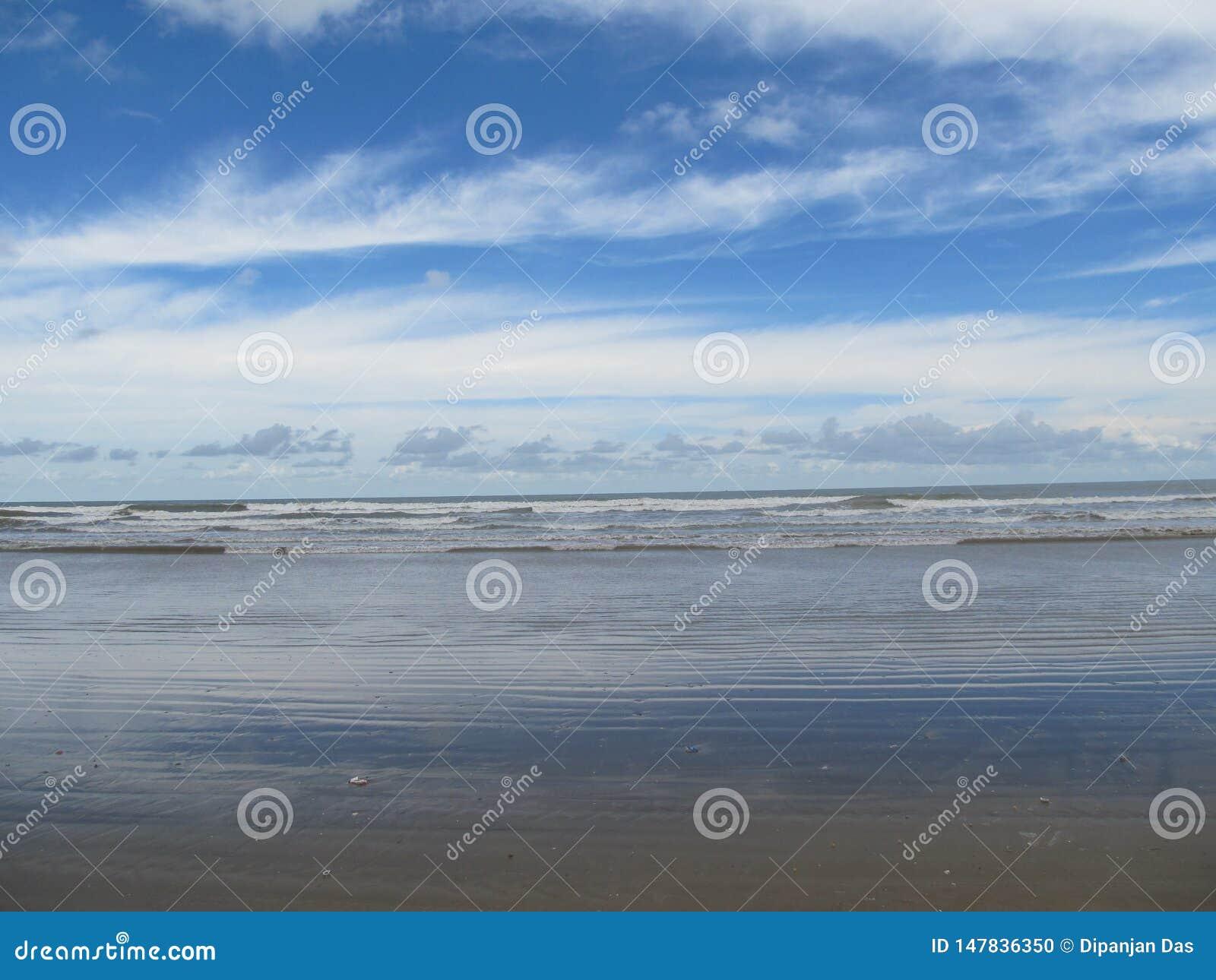 Mooie Horizon bij Mondarmoni-Strand, West-Bengalen, India