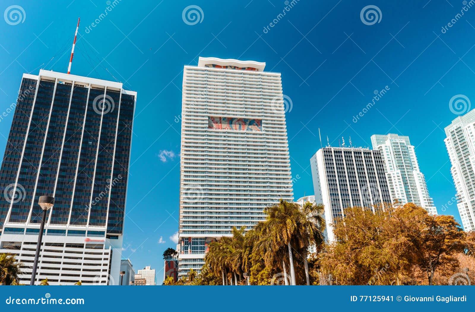 Mooie horizon van Miami Stadsgebouwen en wolkenkrabbers