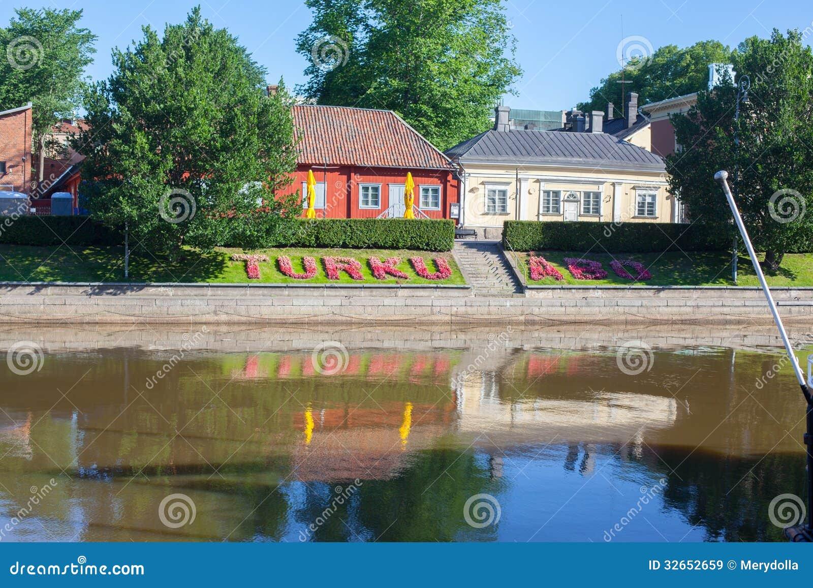 Mooie houten kleurrijke huizen in finland royalty vrije stock afbeeldingen afbeelding 32652659 - Meer mooie houten huizen ...