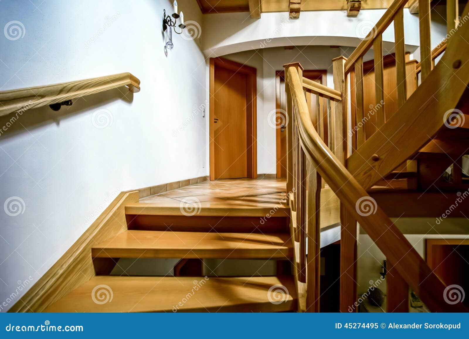 Wenteltrap In Woonkamer : Mooie houten wenteltrap stock afbeelding afbeelding bestaande uit