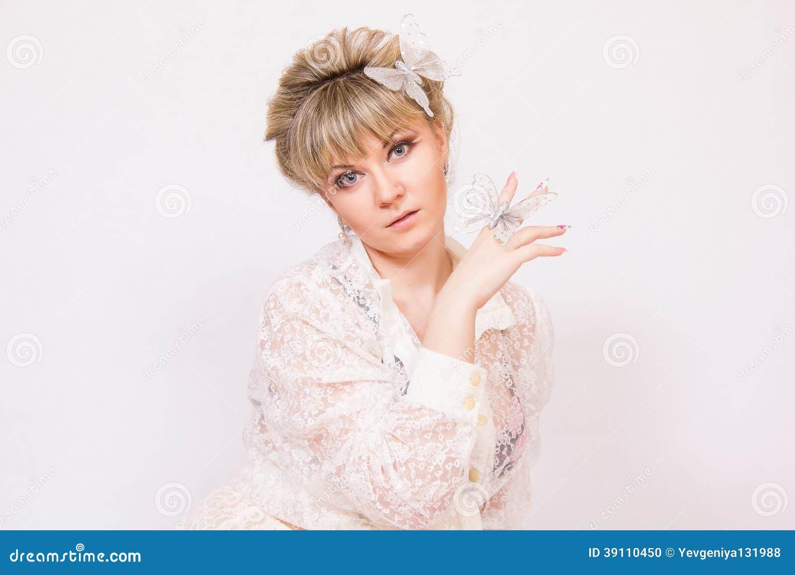 Mooie jonge blondevrouw