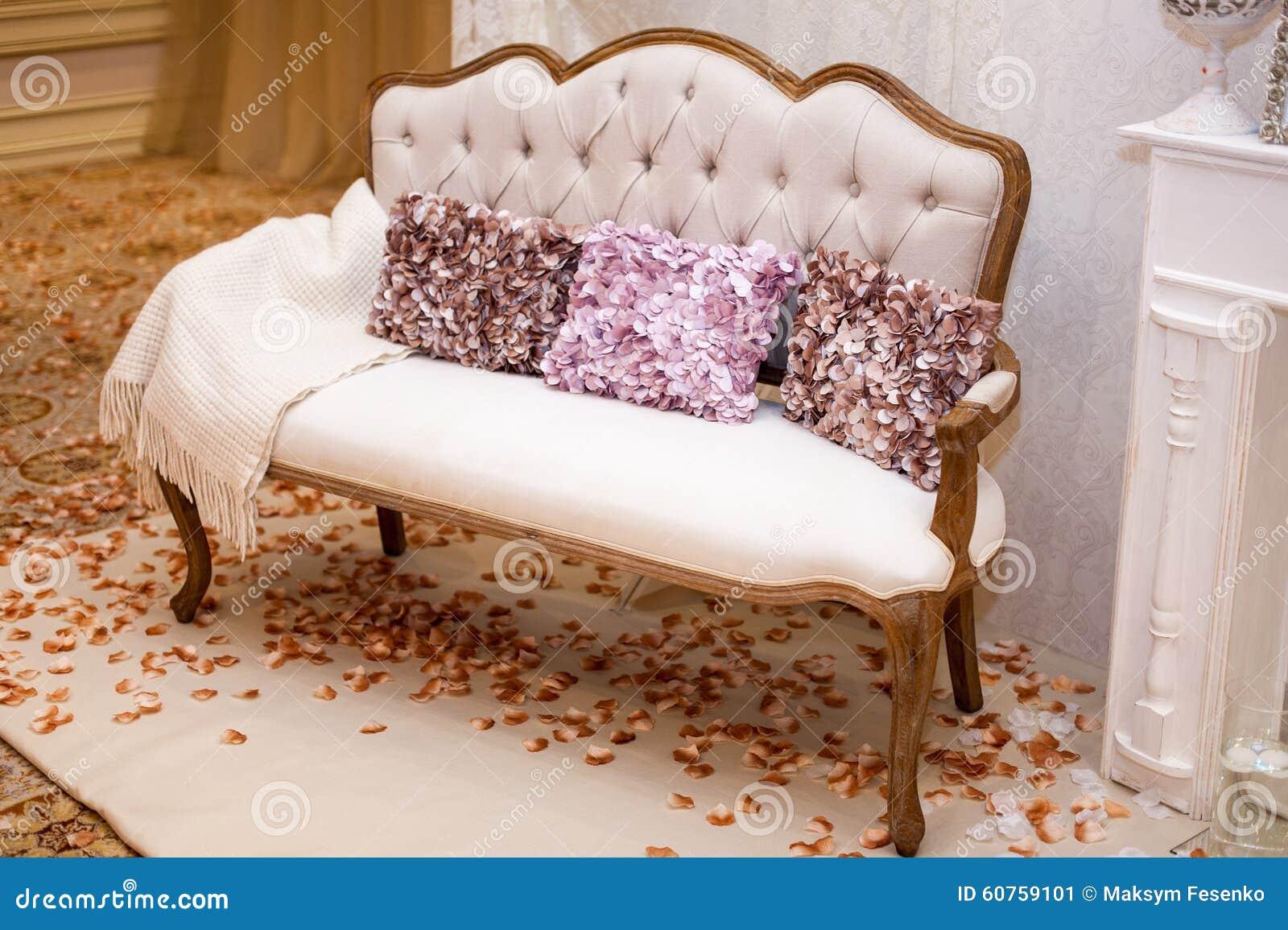 Lounge oranje kleur - Decoratie witte lounge ...