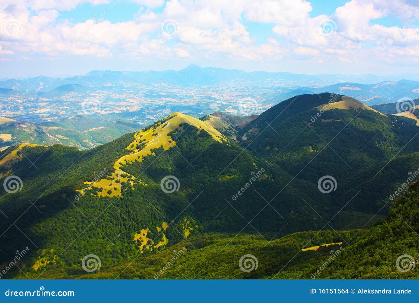 Mooie landschappen van de bergen de apennijnen stock foto afbeelding 16151564 - Decoratie stijl van de bergen ...