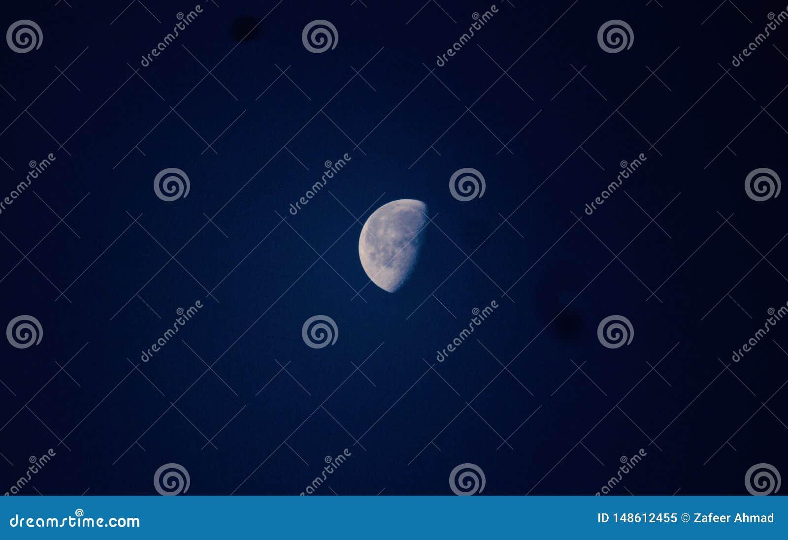 Mooie maan in de hemel