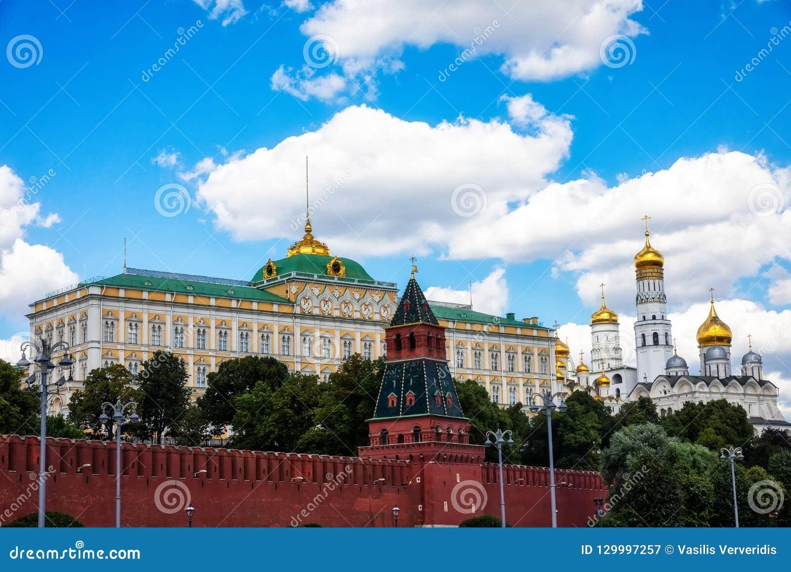 Mooie mening van Moskou het Kremlin en Moskva-rivier, Rusland