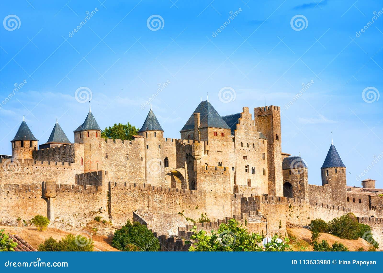 Mooie mening van oude vesting van Carcassone frankrijk Het werd toegevoegd aan de Unesco-lijst van de Plaatsen van de Werelderfen