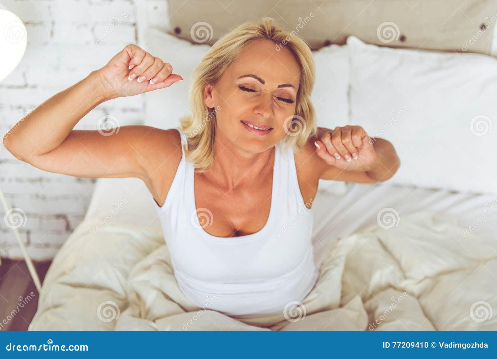 mooie vrouw thuis sex