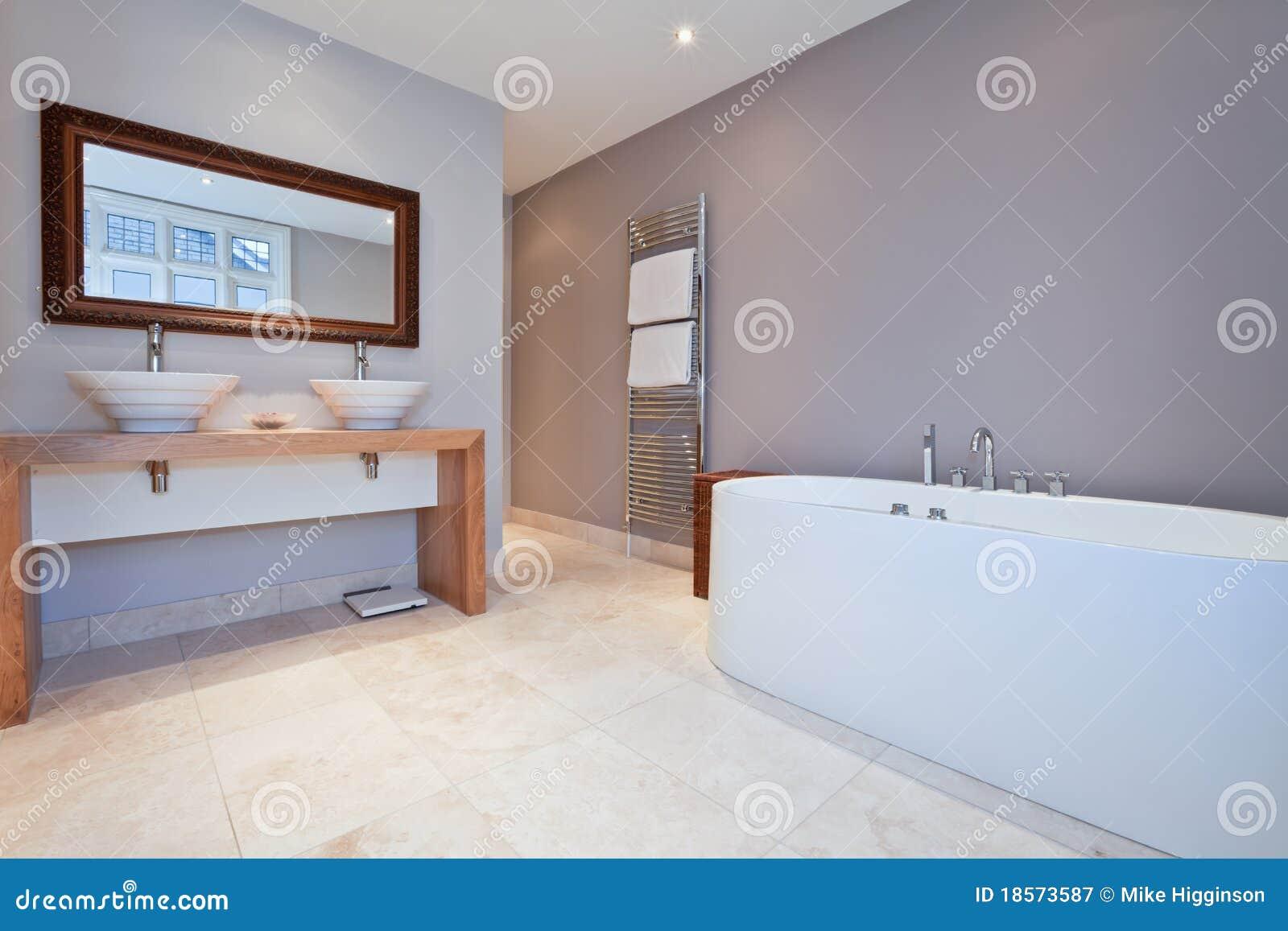 Mooie moderne badkamers royalty vrije stock fotografie afbeelding 18573587 - Mooie eigentijdse badkamer ...