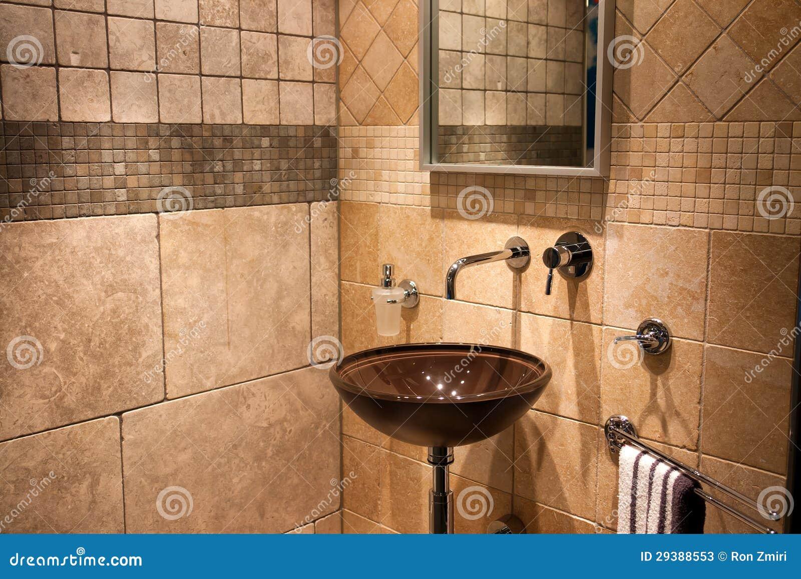 Mooie Moderne Badkamers : Mooie moderne badkamers in het nieuwe huis van de luxe stock