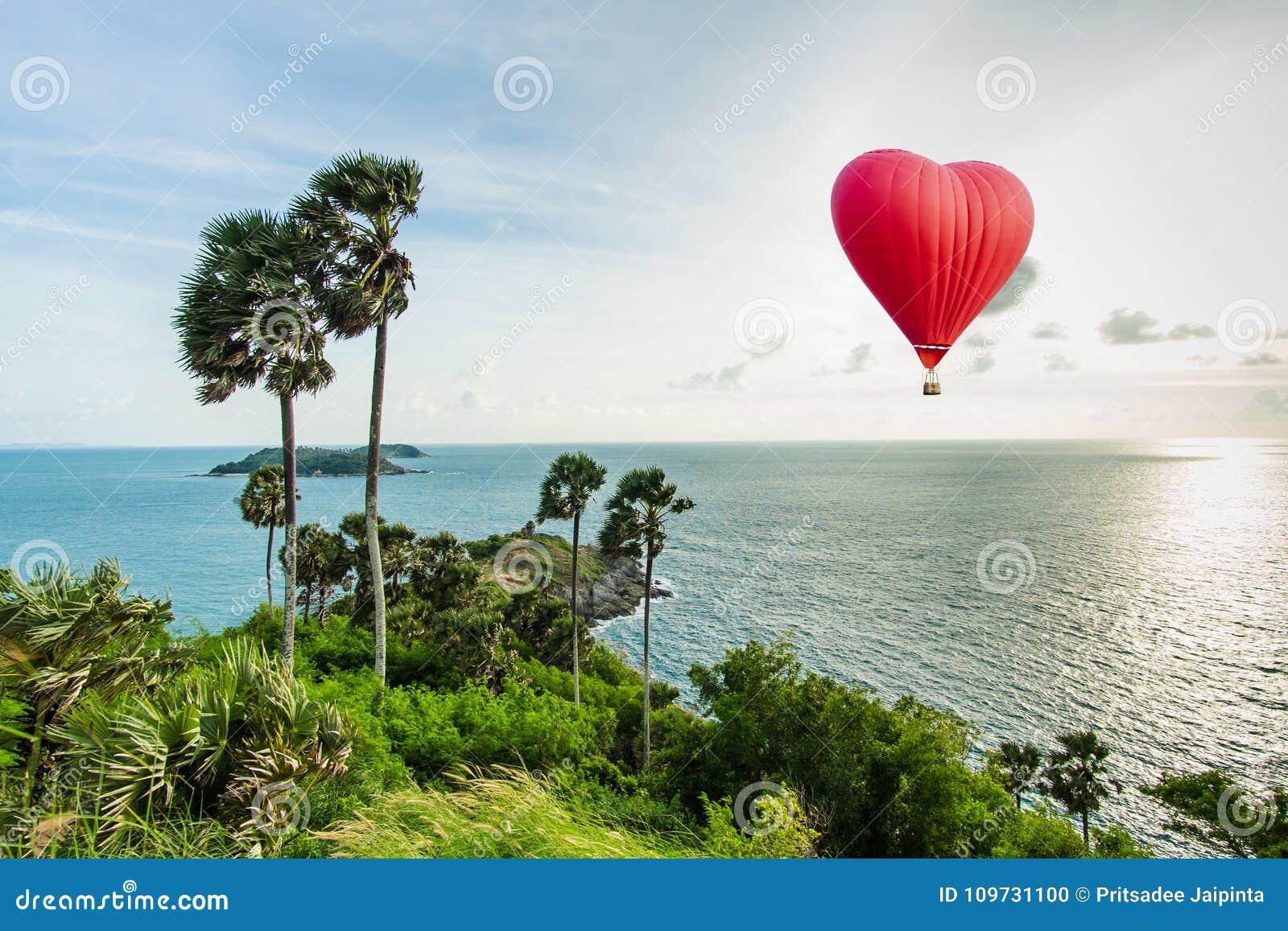 Mooie Rode ballon in de vorm van een hart