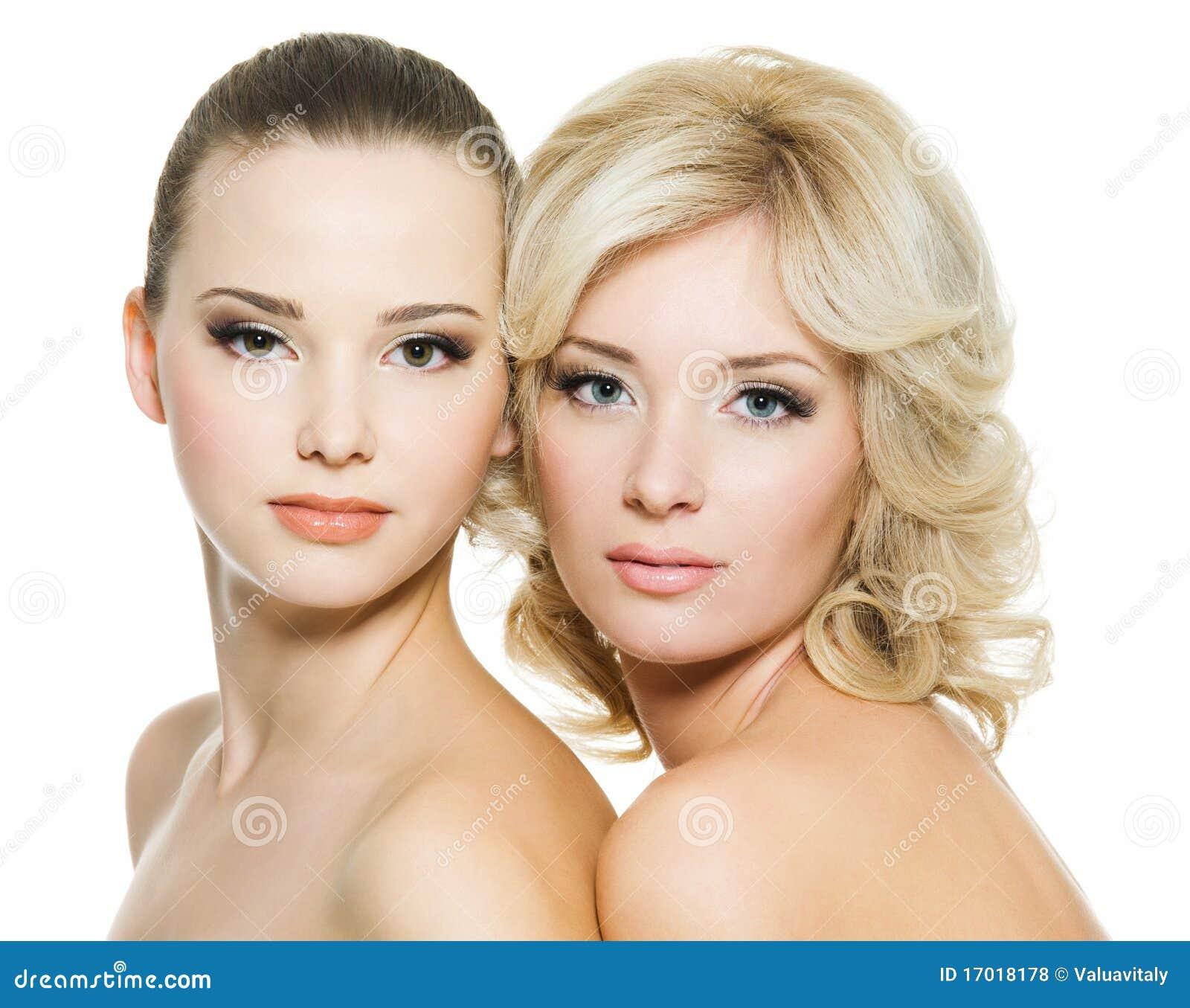 petite volwassen vrouwen gezicht zitten