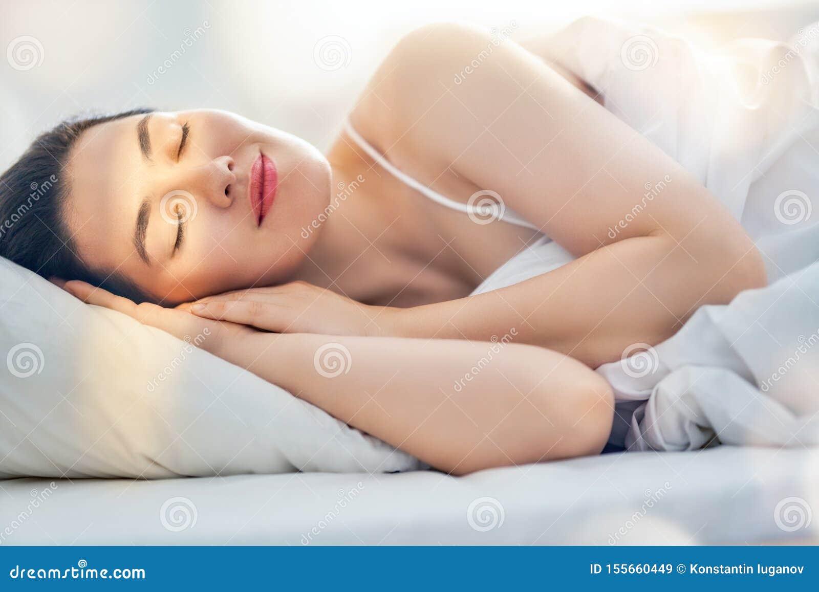Mooie slaapvrouw