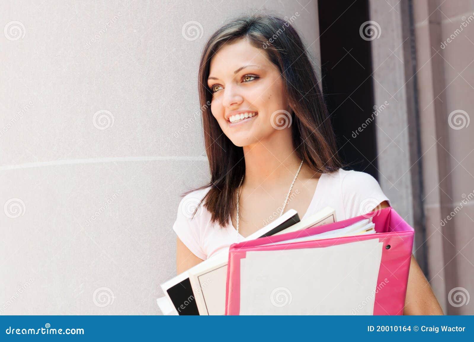 Mooie student klaar voor klasse