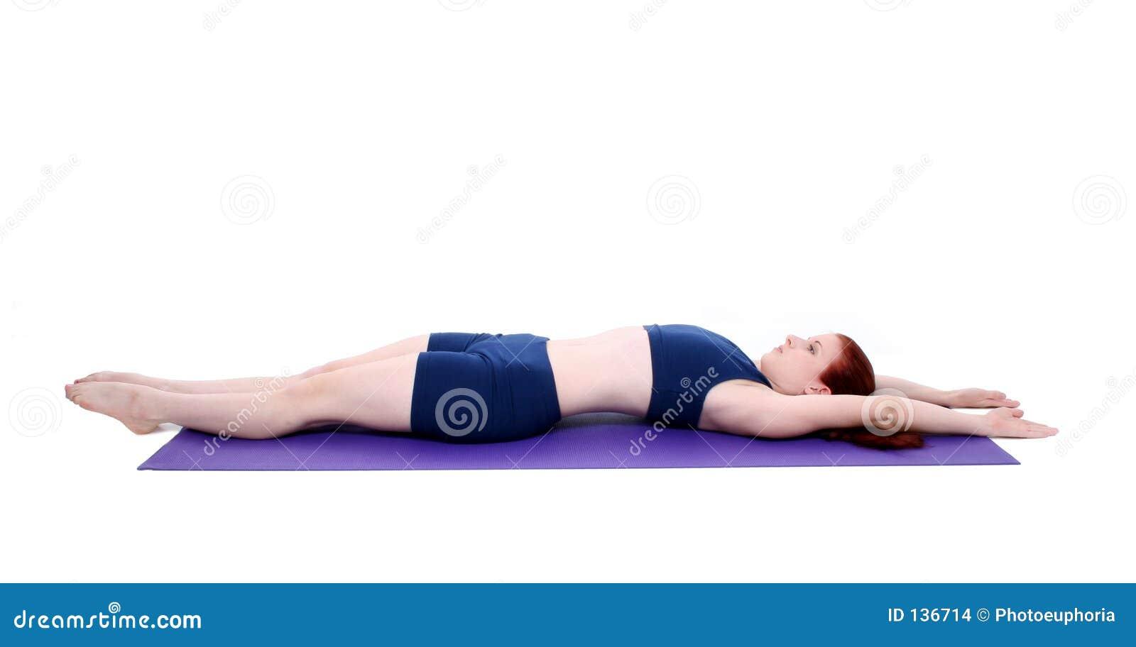 Mooie Tiener die een Positie van de Rek aantoont Pilates