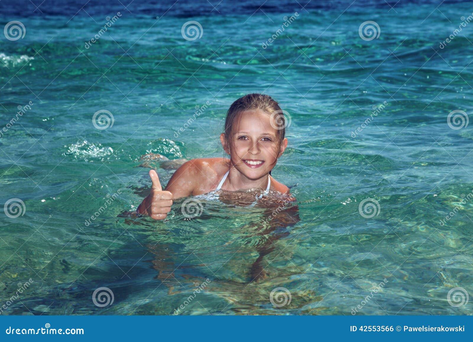 Mooie Tiener Op Vakantie Stock Foto - Beeld: 42553566: nl.dreamstime.com/stock-foto-mooie-tiener-op-vakantie-image42553566