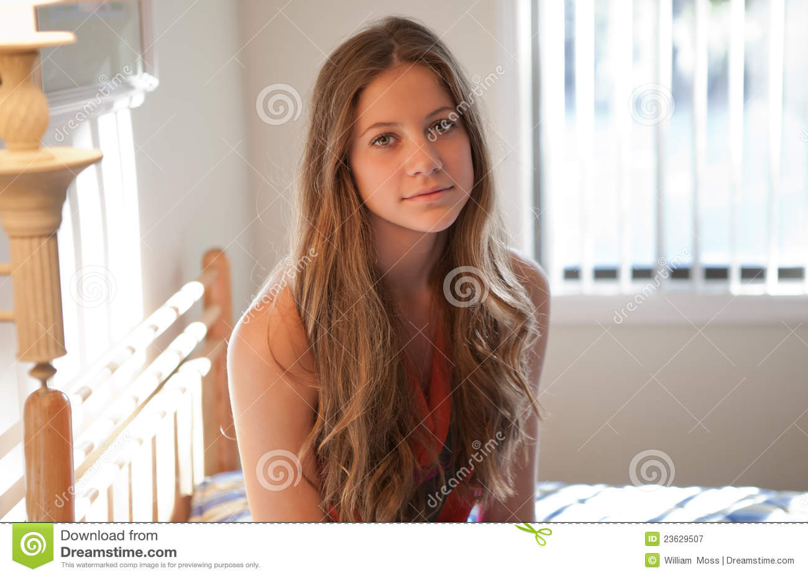 Mooie tiener in slaapkamer royalty vrije stock fotografie - Slaapkamer tiener meisje ...