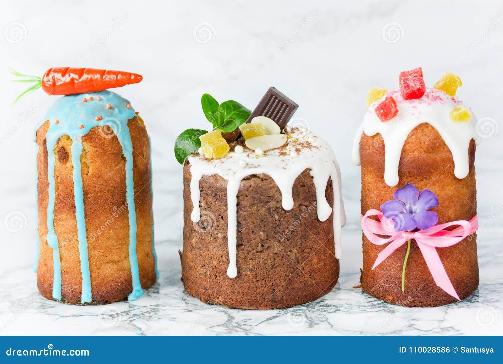 Mooie traditionele Russische Pasen-brood kulich samenstelling -