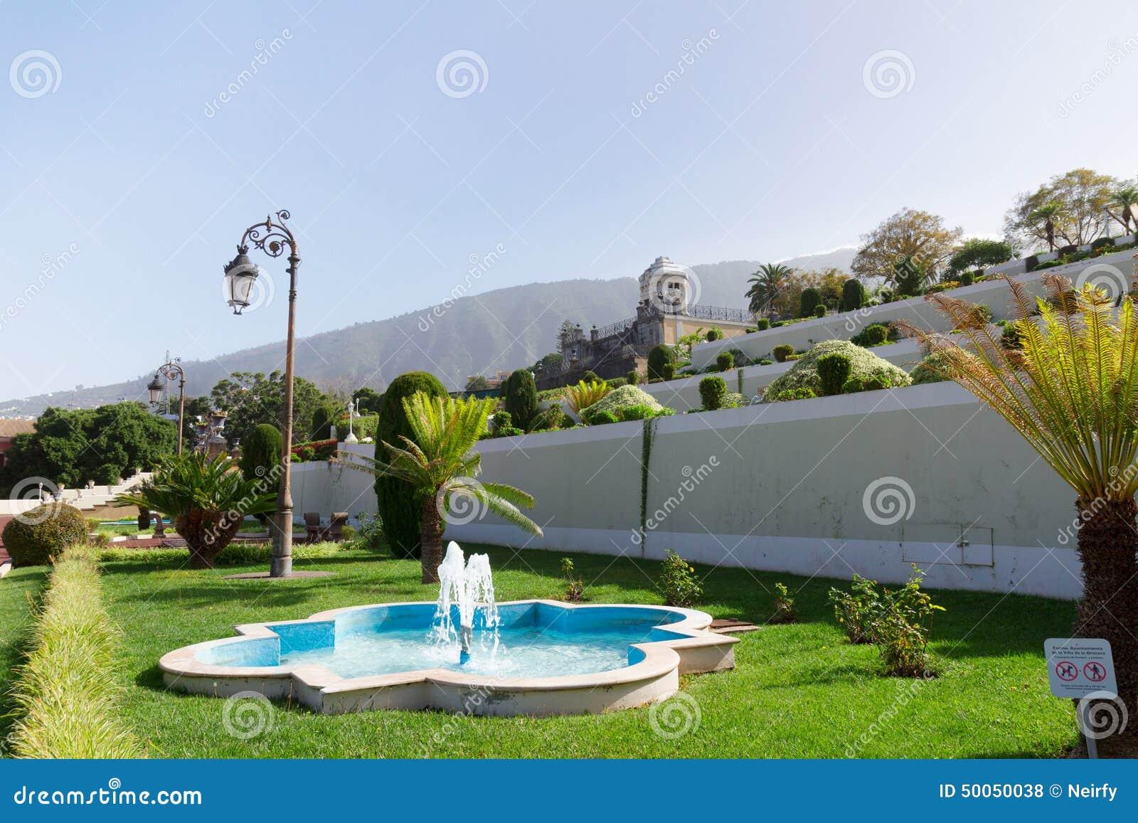 Mooie tropische botanische tuinen in de stad van la for Botanische tuin tenerife