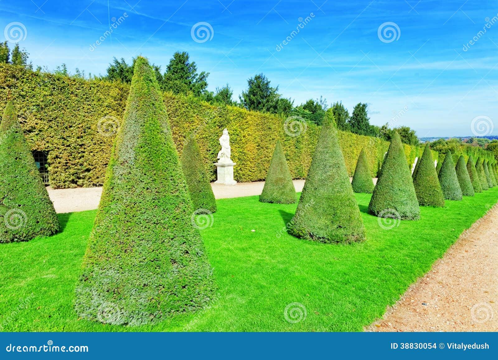 Mooie tuin in een beroemd paleis versailles stock foto afbeelding 38830054 - Tuin decoratie buitenkant ...