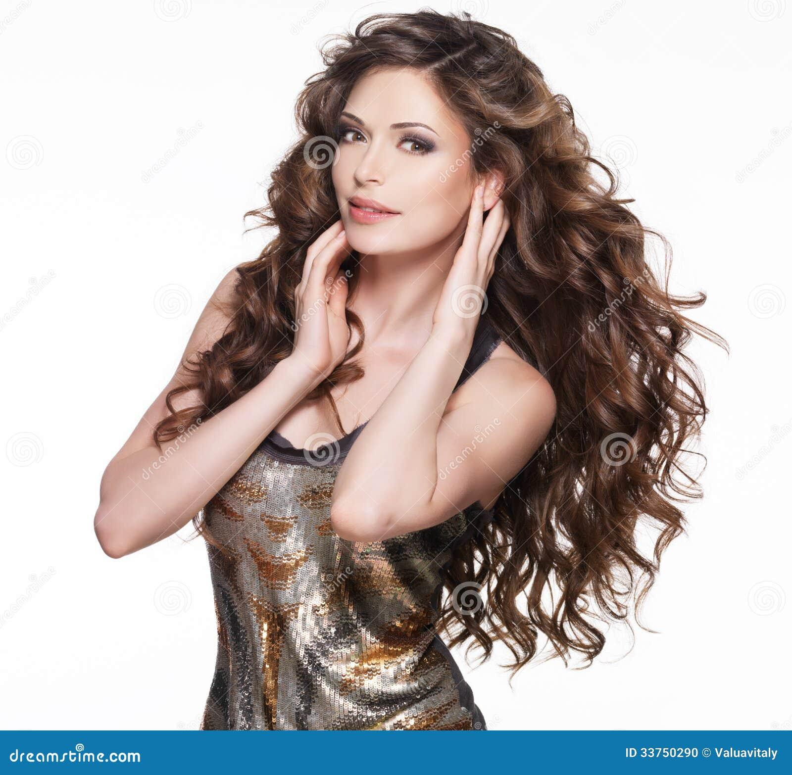 mooie-volwassen-vrouw-met-lang-bruin-krullend-haar-33750290.jpg