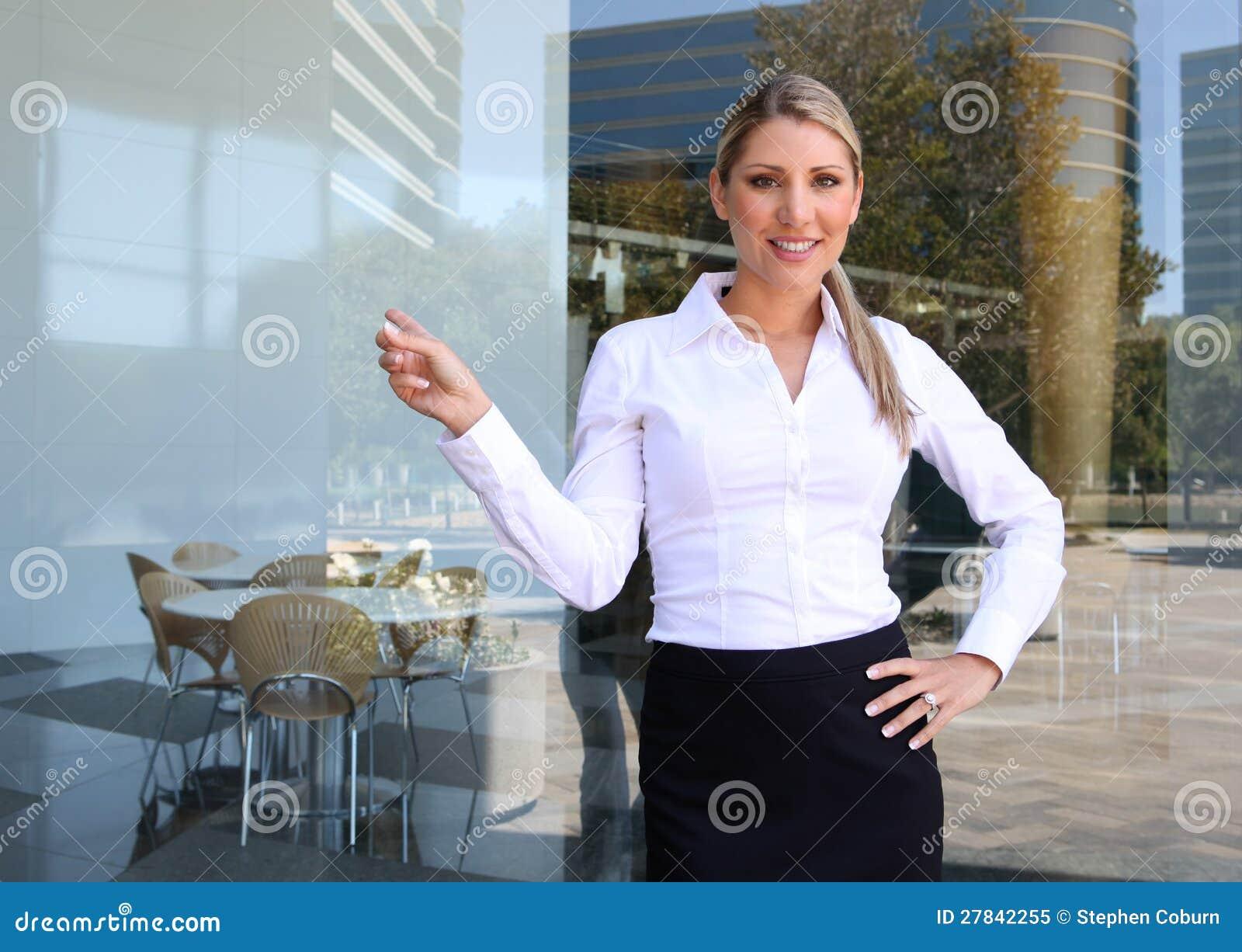 Mooie Vrouw die Presentatie geeft