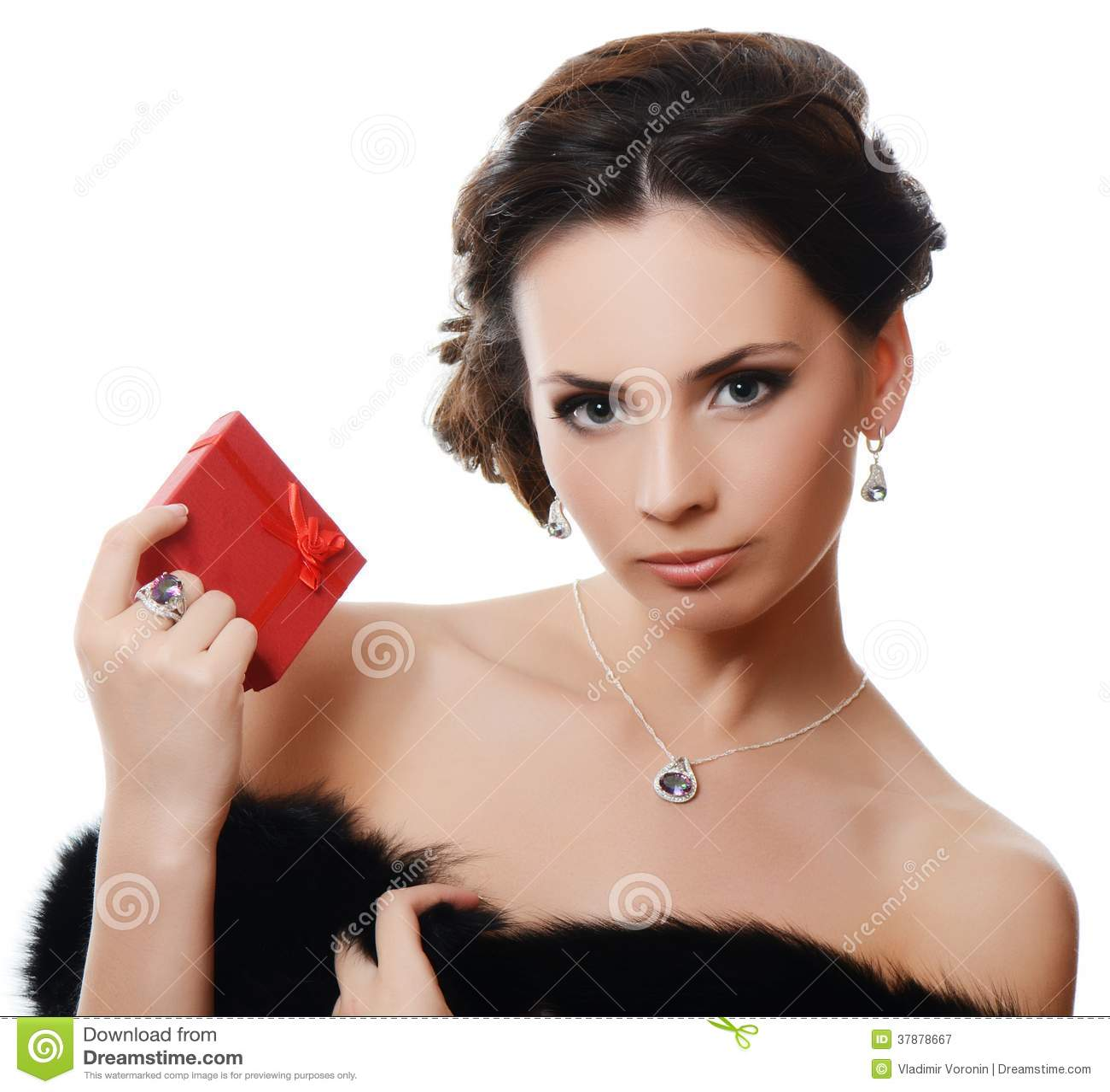 Mooie vrouw met dure juwelen