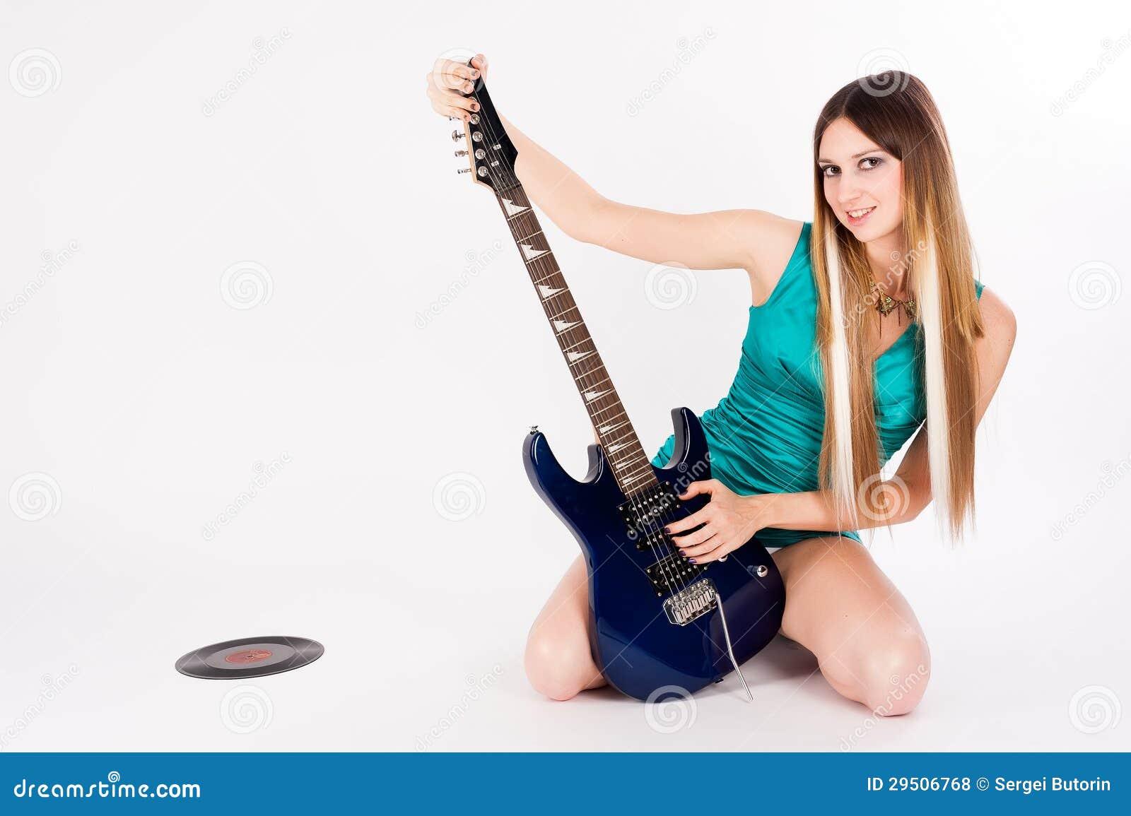 Mooie vrouw met gitaar