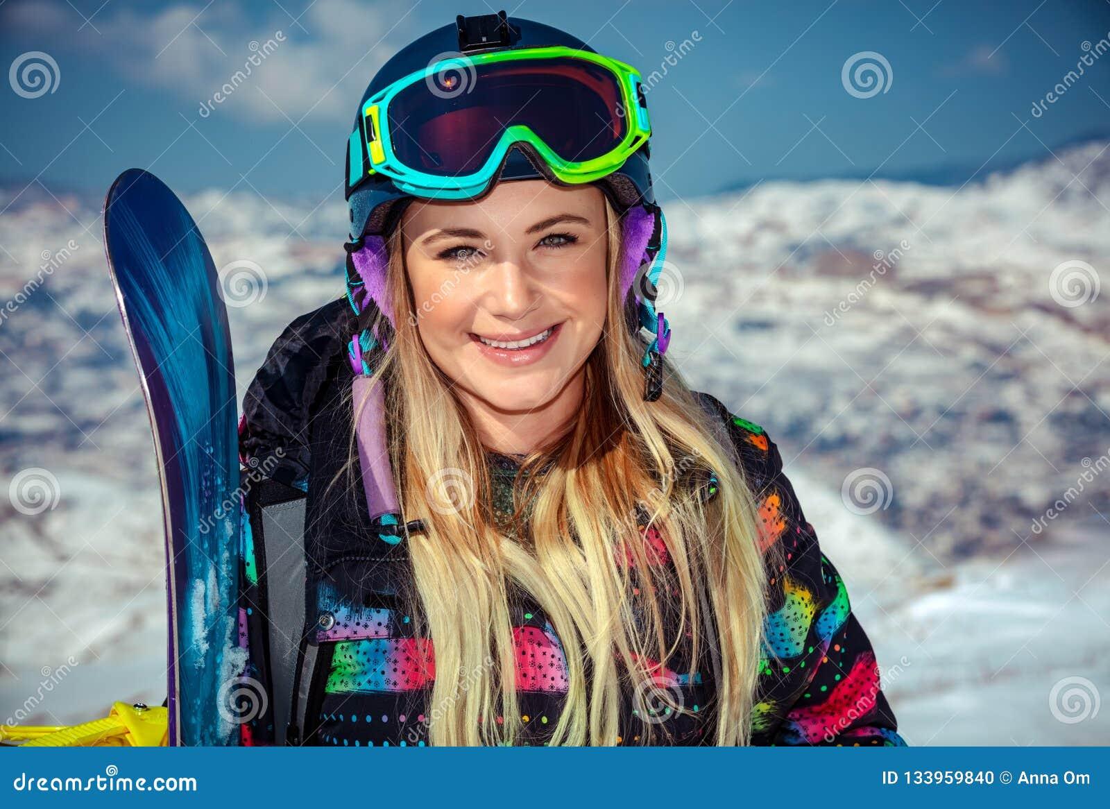 Mooie vrouw met snowboard