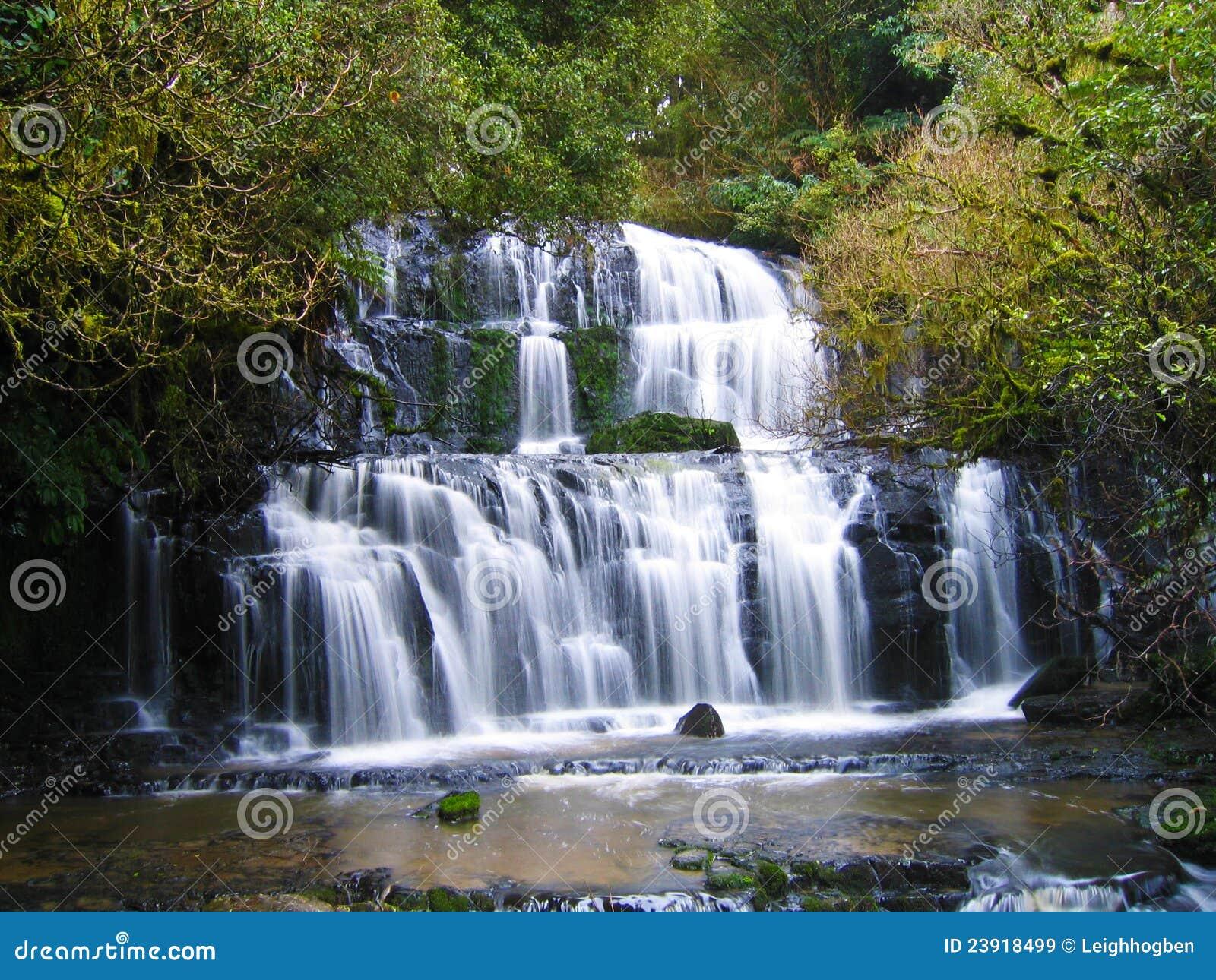 Mooie waterval royalty vrije stock afbeeldingen for Mooie tuinen afbeeldingen