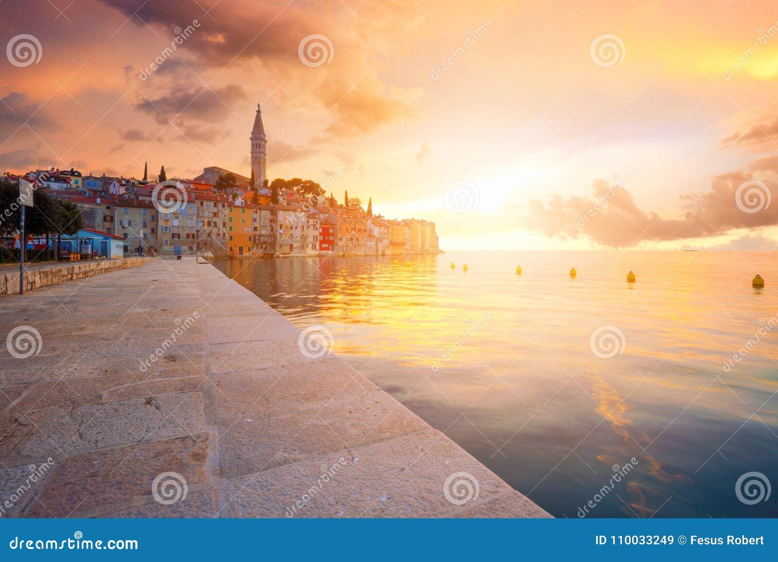 Mooie zonsondergang in Rovinj