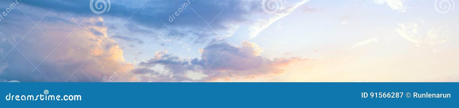 Mooie zonsonderganghemel, panorama