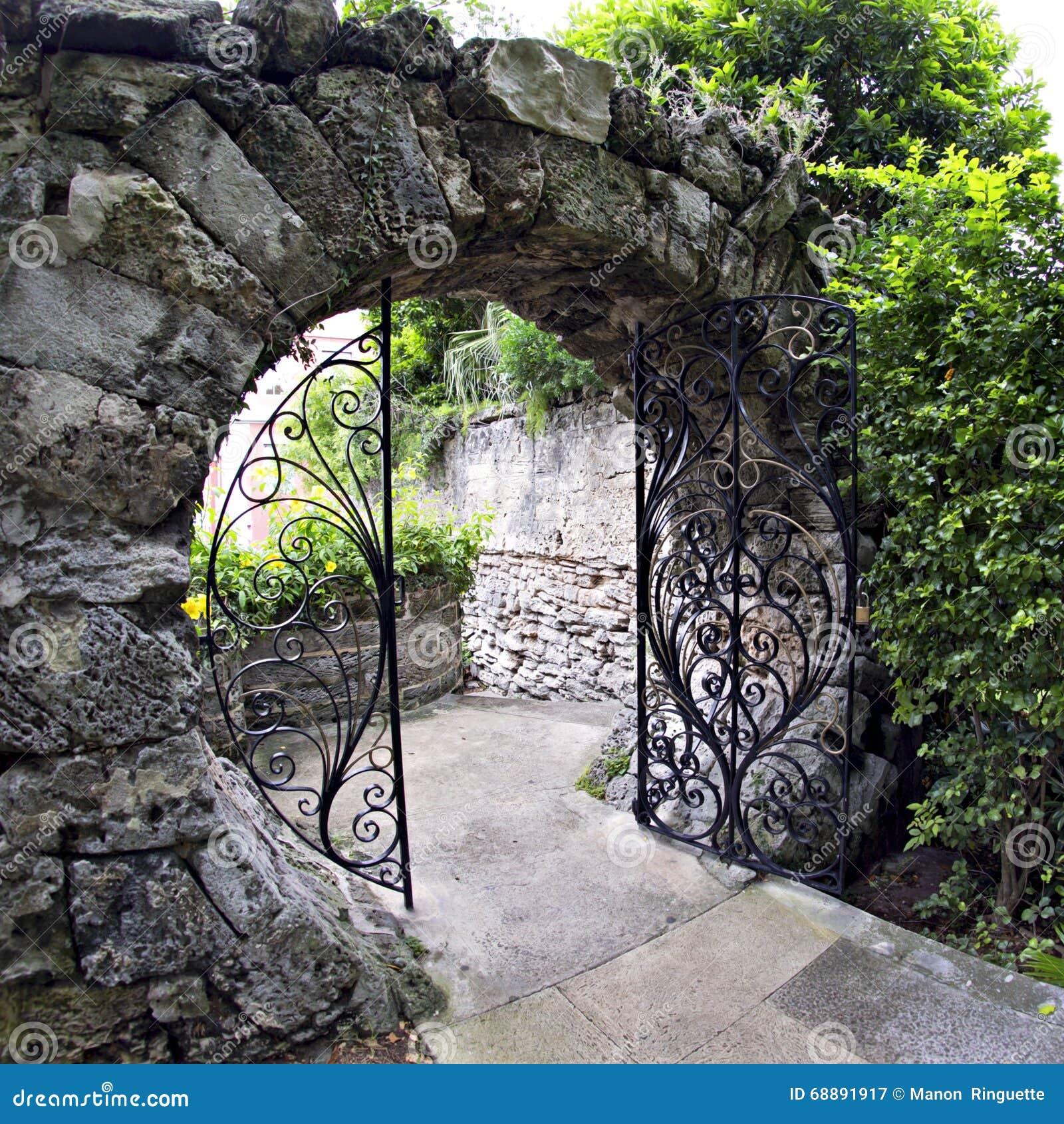 Bermuda Lucky Stone : Moon gate queen elizabeth park in hamilton bermuda