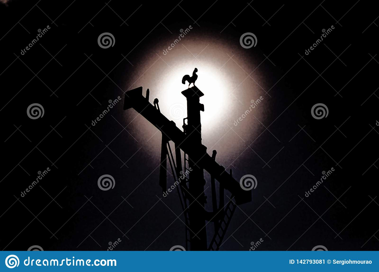 The moon shines in the tradition of the Cross of Jesus Christ