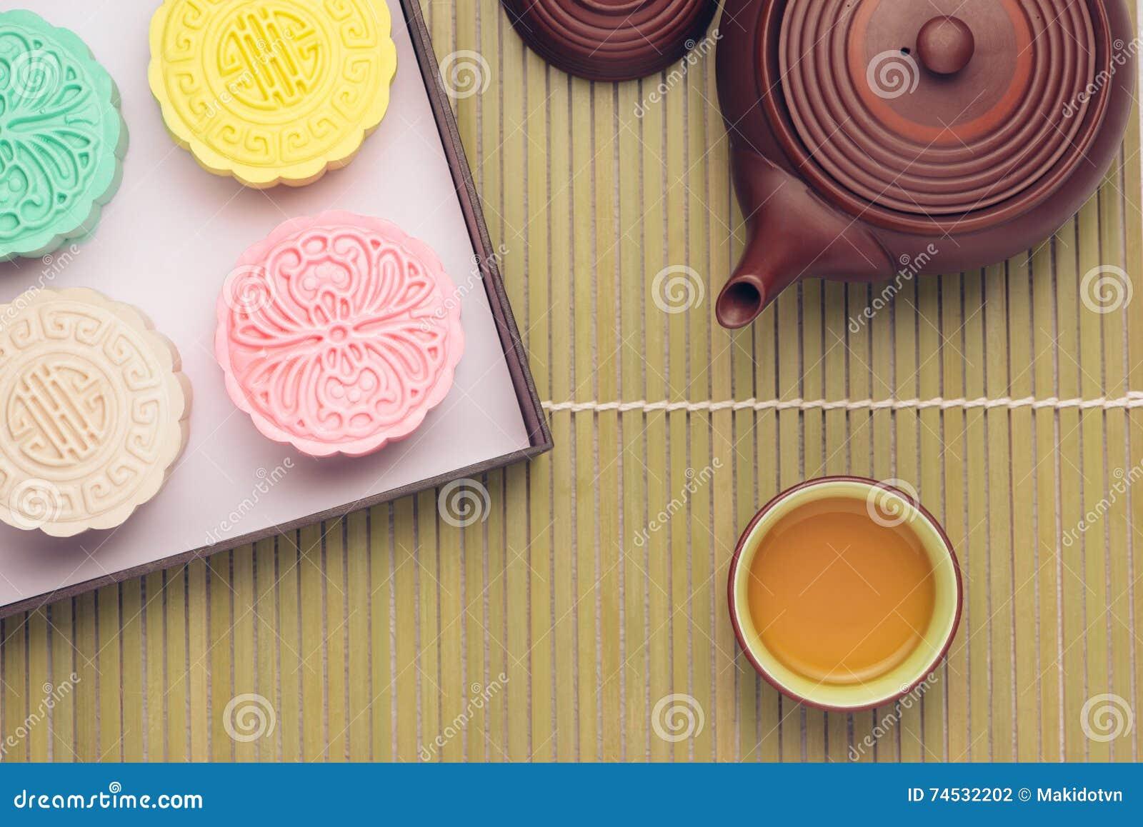 Mooncake en thee, het Chinese medio voedsel van het de herfstfestival