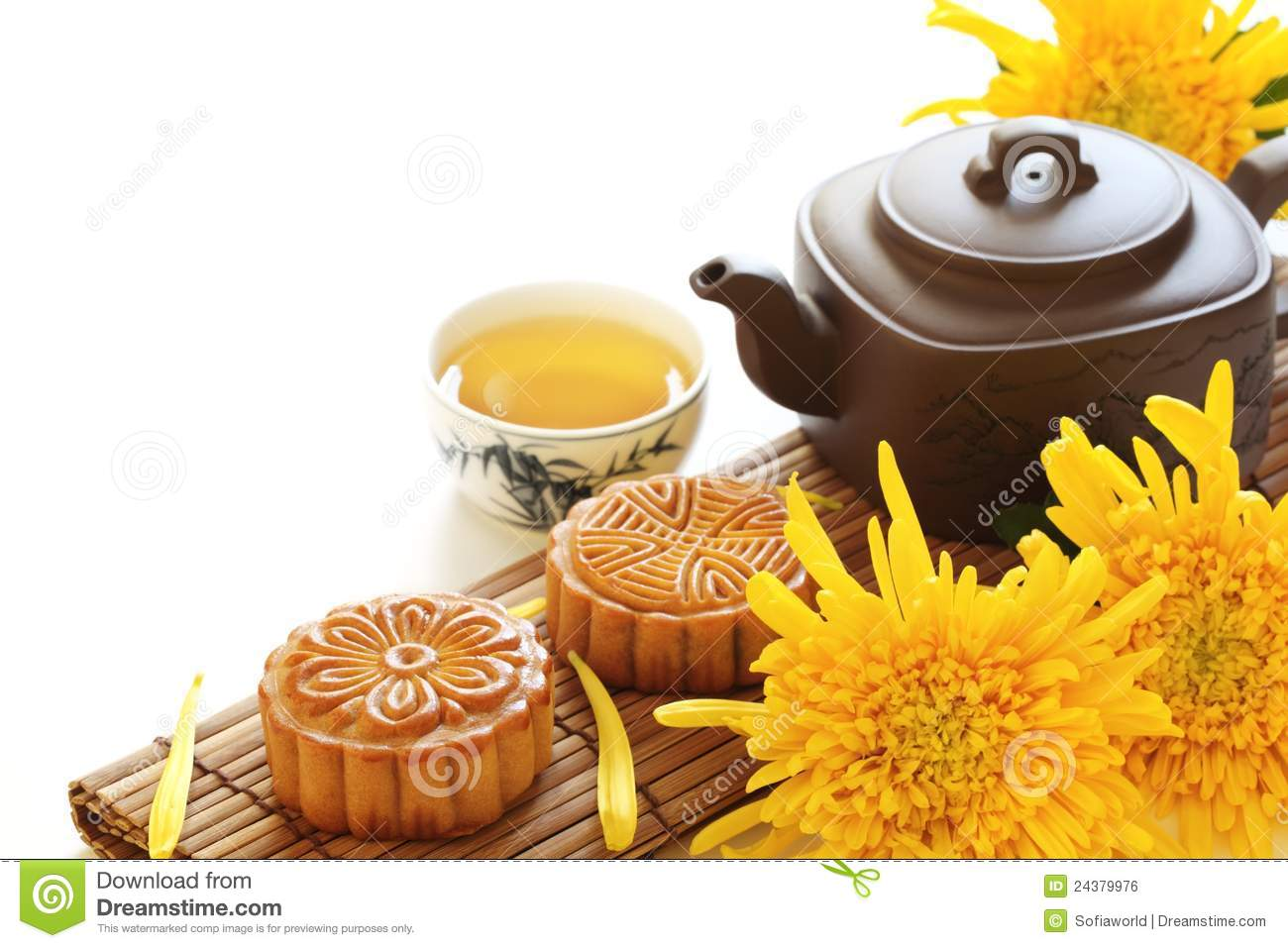 Moon Cake Clip Art : Mooncake And Tea Royalty Free Stock Image - Image: 24379976