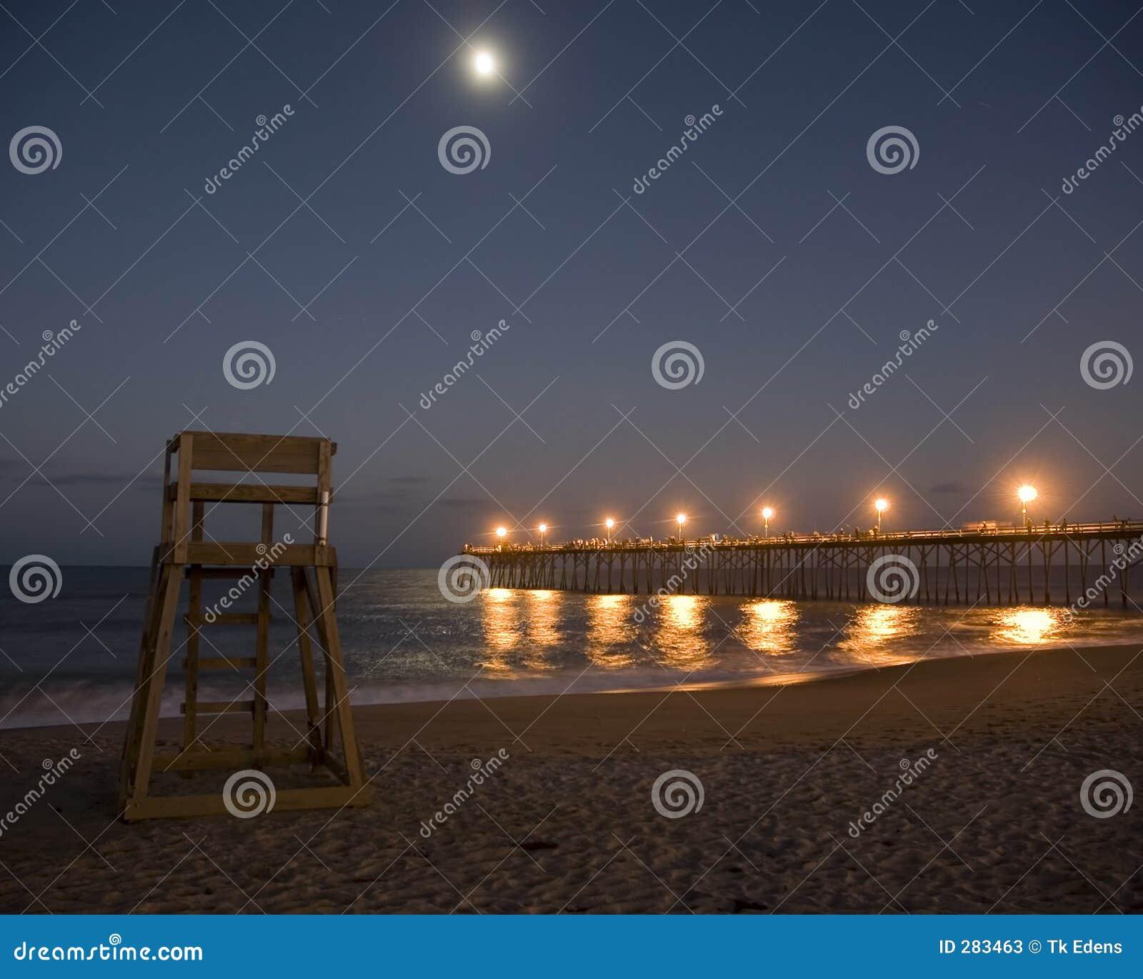 Moonrise na plaży
