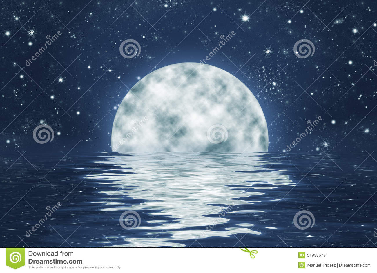 Moonset über Ozean mit Vollmond auf blauem nächtlichem Himmel