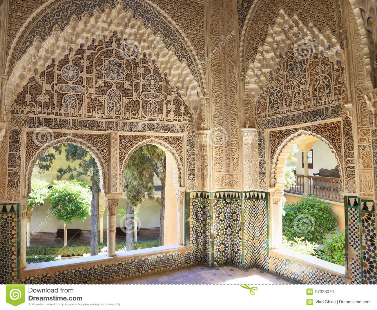 moorish architecture of the court of the lions the alhambra spain