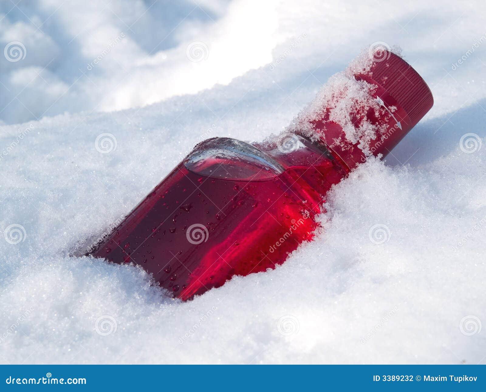Moosbeerewodka im Schnee
