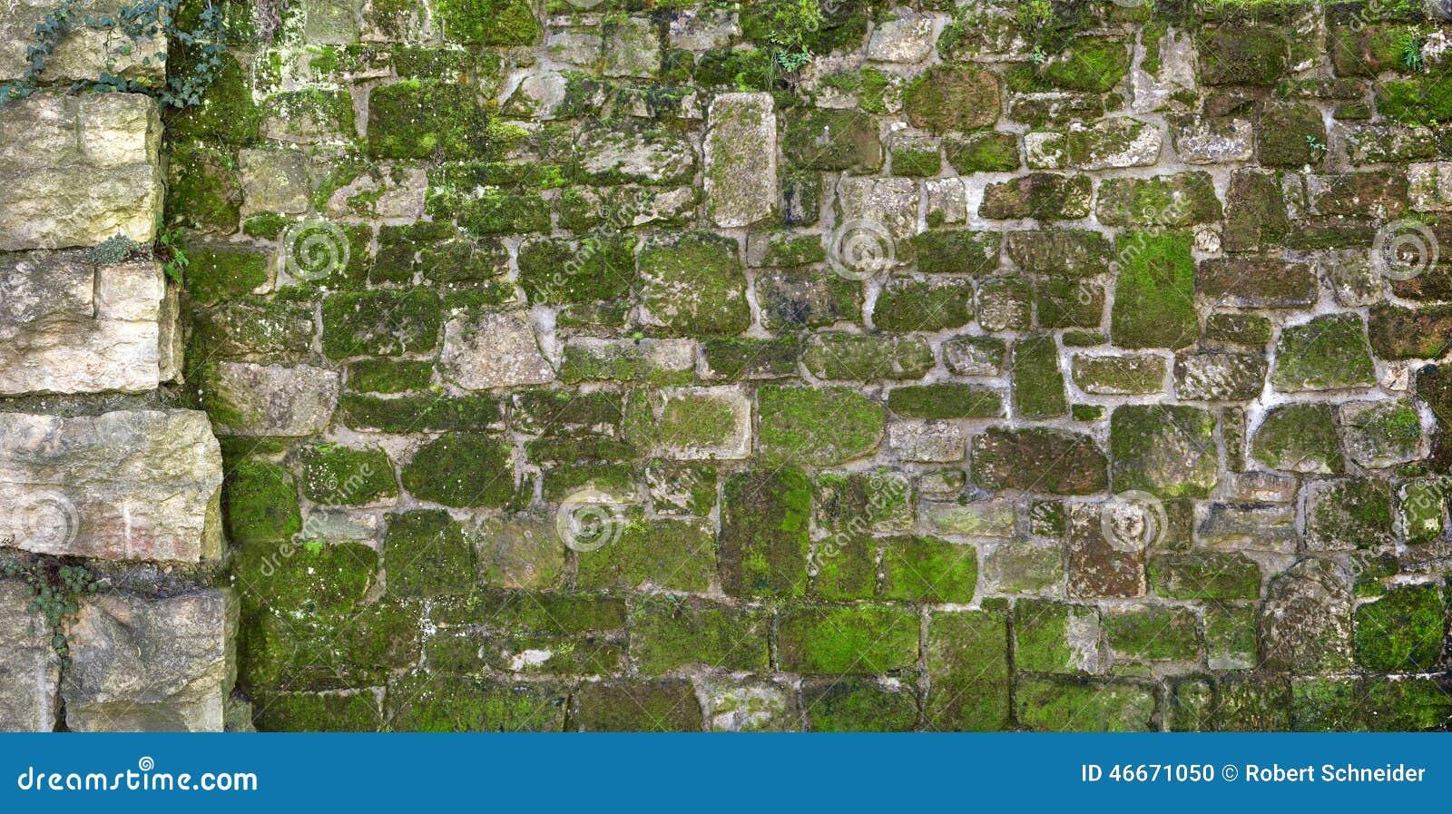 Moosige Alte Natursteinwand Stockfoto - Bild: 46671050