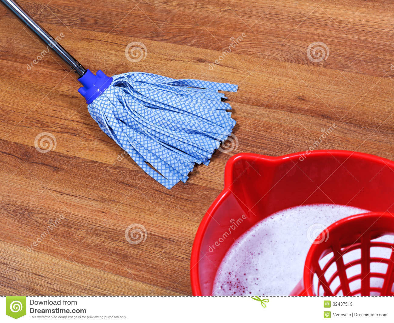 Mopping Of Wooden Floors Stock Photos Image 32437513