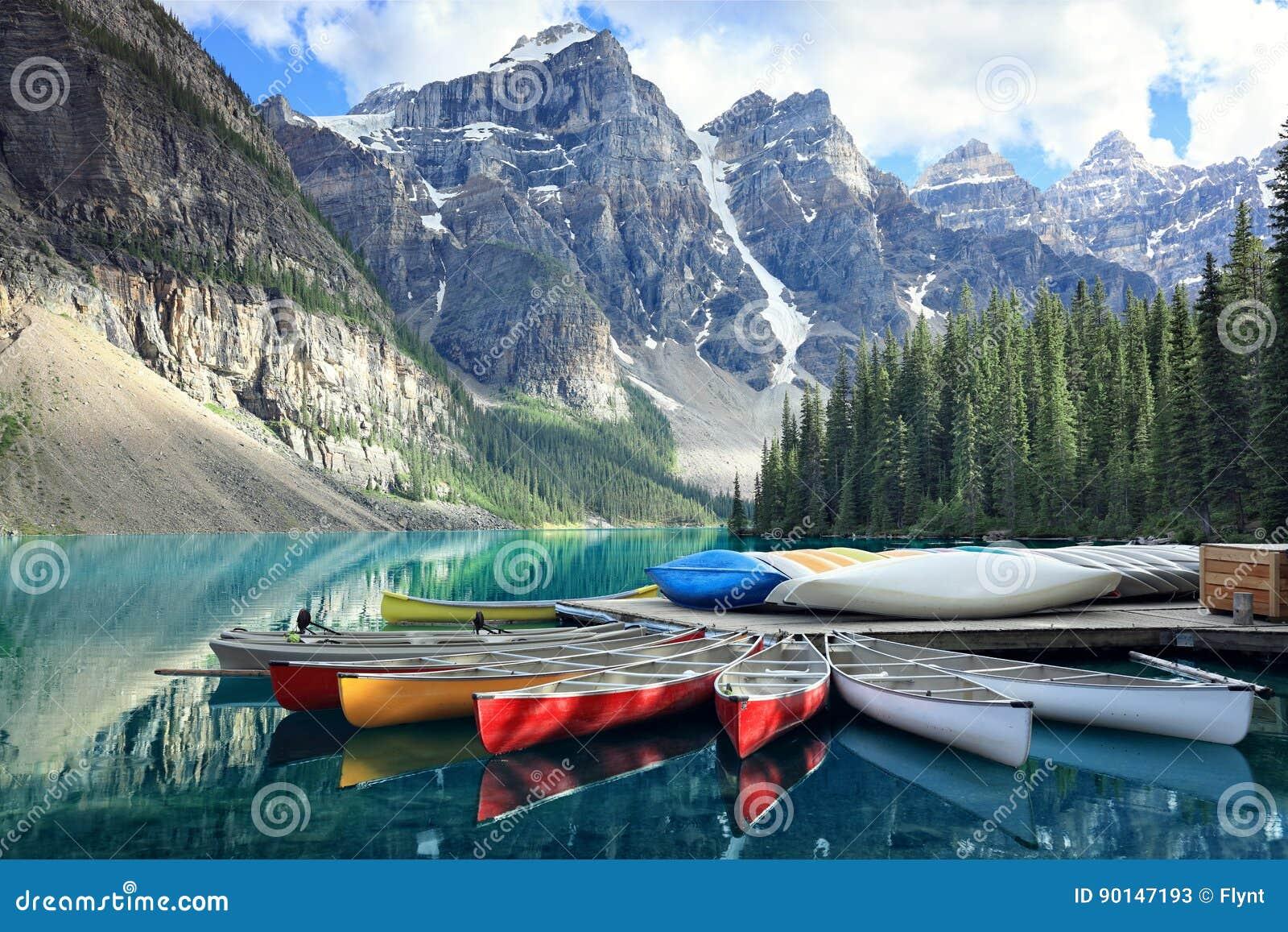 Morän sjö i Rocky Mountains, Alberta, Kanada