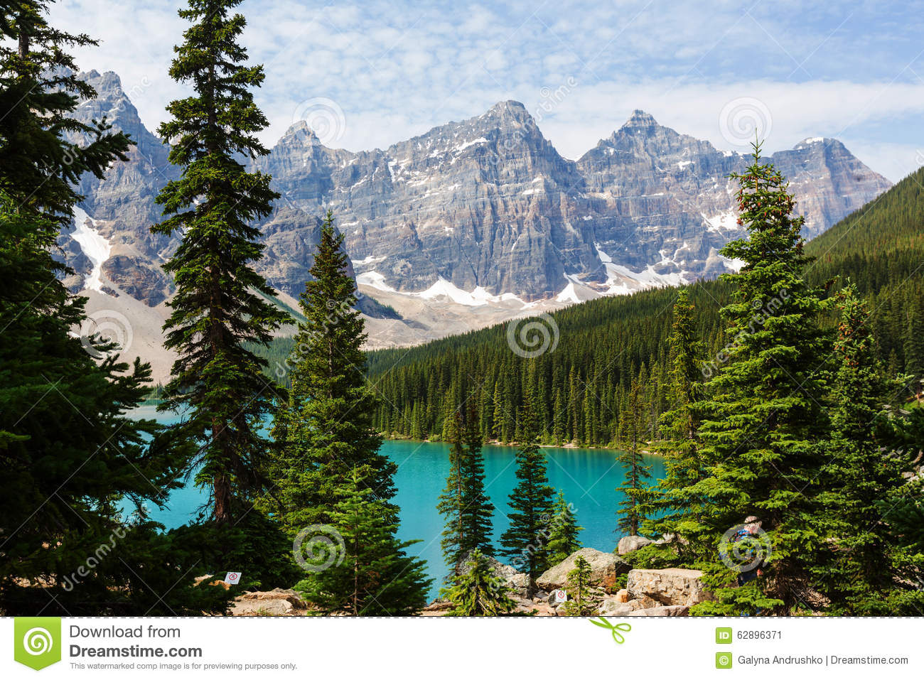 Beautiful Moraine lake in Banff National park, Canada.