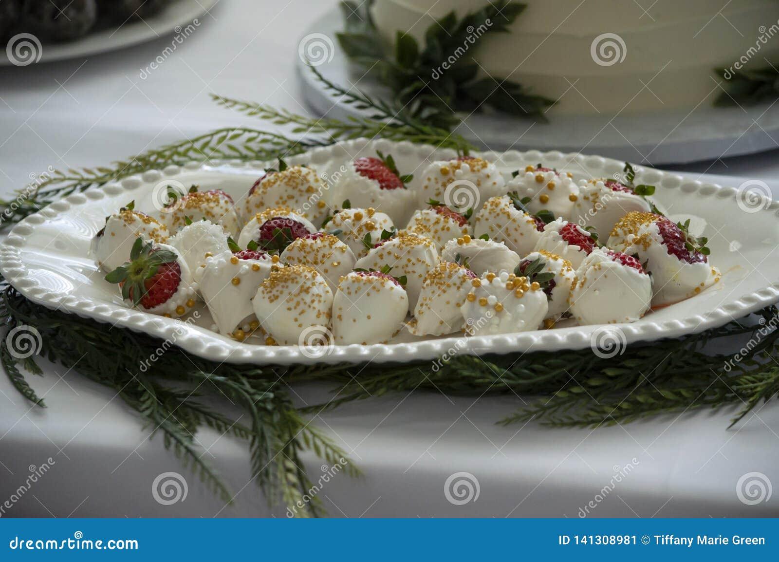 Morangos com cobertura em chocolate brancas