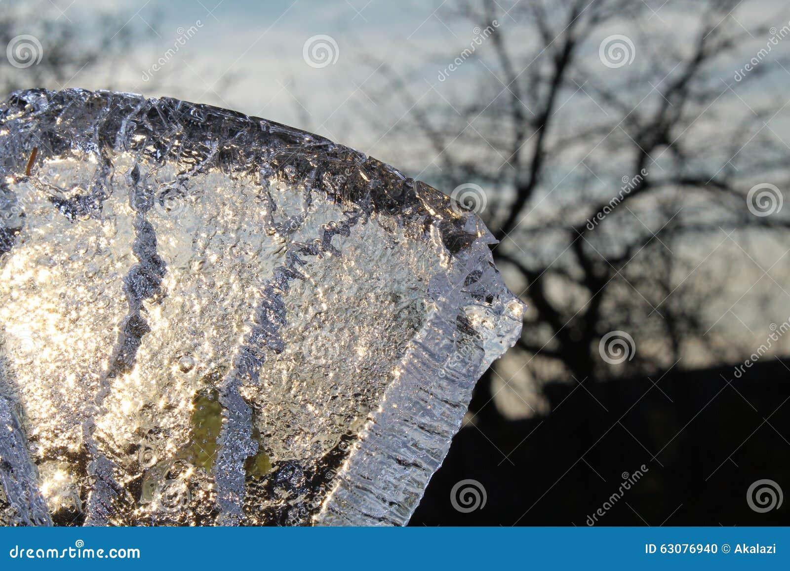 Download Morceau de glace photo stock. Image du lumière, sunlight - 63076940